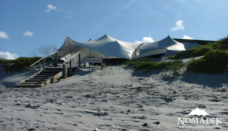 Stretch tent gives the perfect protection on the beach at Strandkombuis